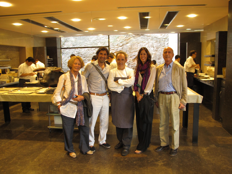 Sara, Alex, Ferrán Adrià, yo y Alberto en la cocina de El Bulli