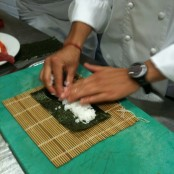 Extender arroz en alga nori