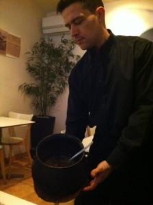 El arroz en la olla de hierro