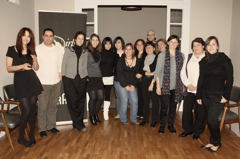 Los bloggers invitados (yo tapando el logo, vamos bien)