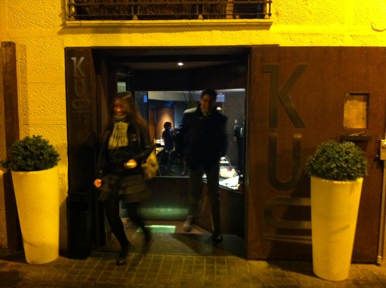 Entrada al restaurante en la calle Madrazo