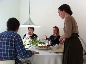 Andrew, Alex, Ana y Rosa en el comedor