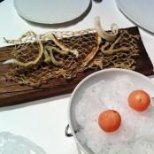 Anchoas en tempura y bola de Campari