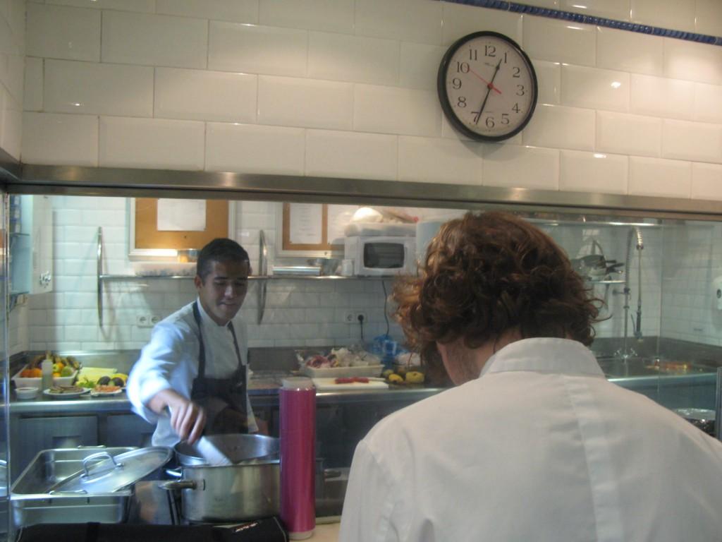Tiago y Mauricio cocinando tete a tete