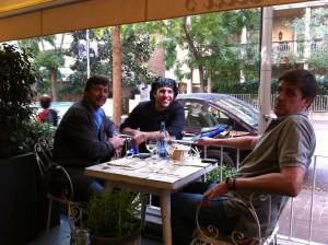 Oscar, el chef Tano y Alex en la terraza