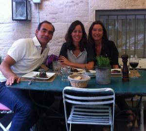 Josepe, Lisi y Mercedes en la terraza del Isabellas
