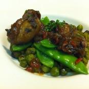 Calamarcitos con verduras y guisantes