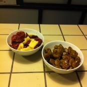 Los tomates secos con parmesano y las olivas con pepperoncino