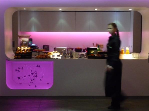 Un buffet del lounge Barceló Raval