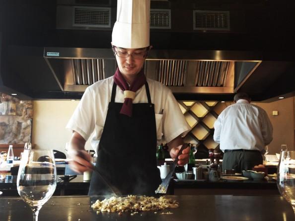 Uno de los chefs del Teppan-Yaki