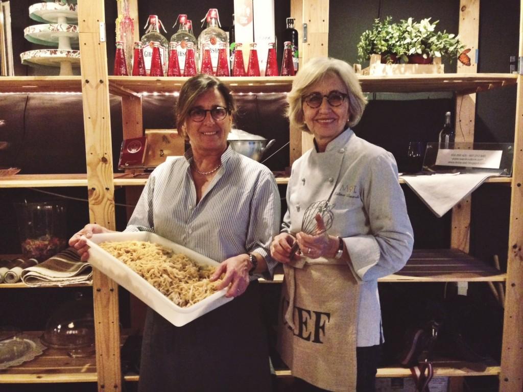 Marga, la cocinera y Titina, la repostera en el MIT
