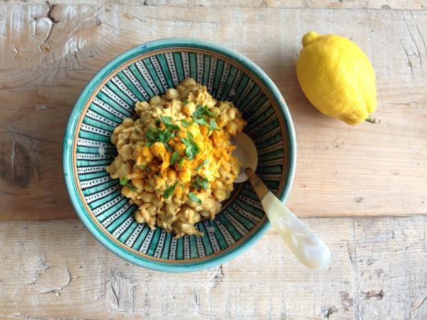 Ensalada de grabanzos, zanahoria y curry