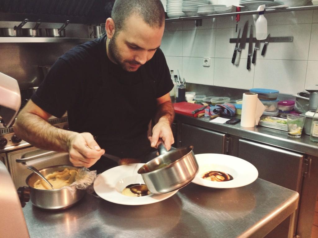 Armando Álvarez en su cocina