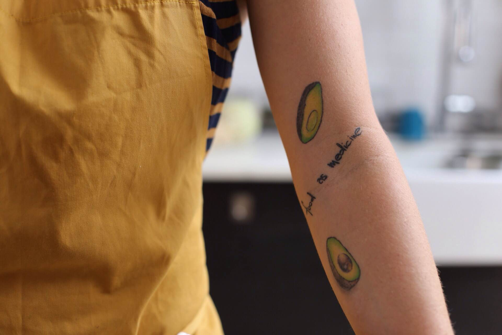 "Su tatuaje de aguacates ""Food is medicine"""