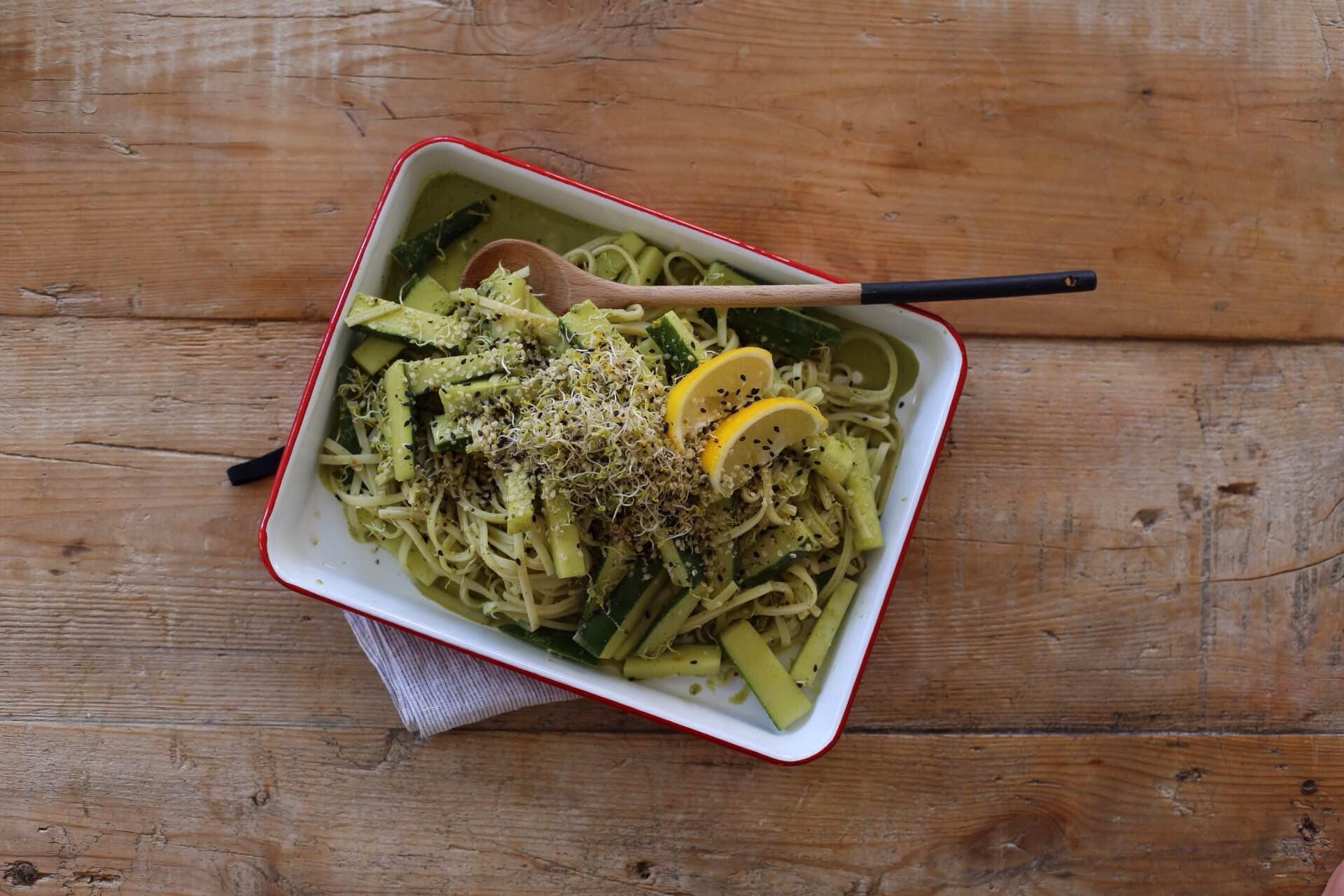 Tallarines de arroz con salsa de cilantro