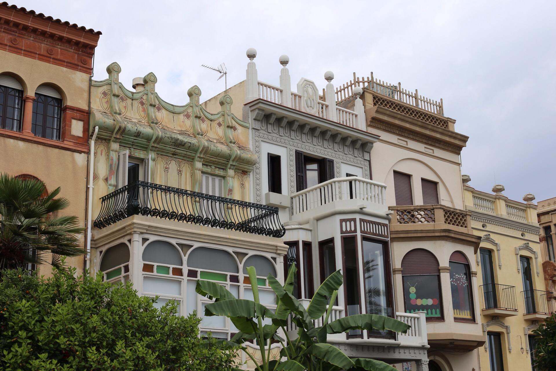 Las preciosas casas indidanas de primera línea de mar vecinas al Espinaler en Vilassar de Mar