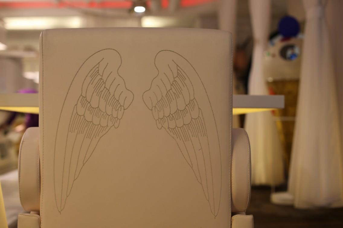 Detalle del reverso de las butacas inspiradass en las del puente aéreo