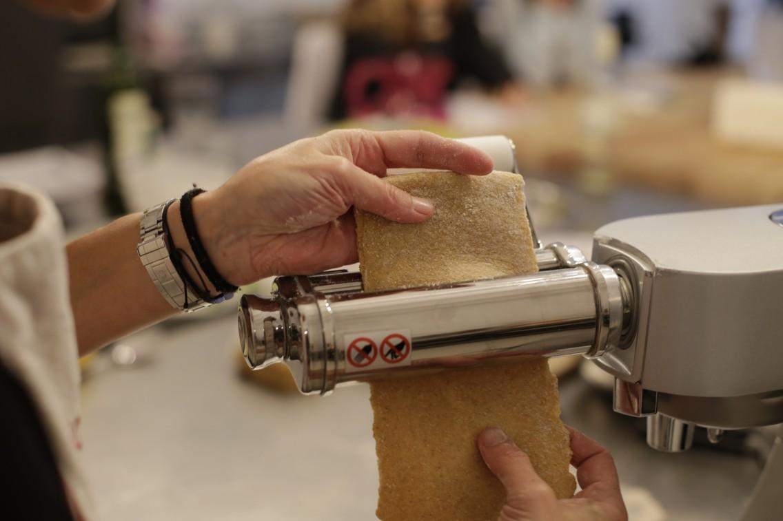 Haciendo pasta con la máquina
