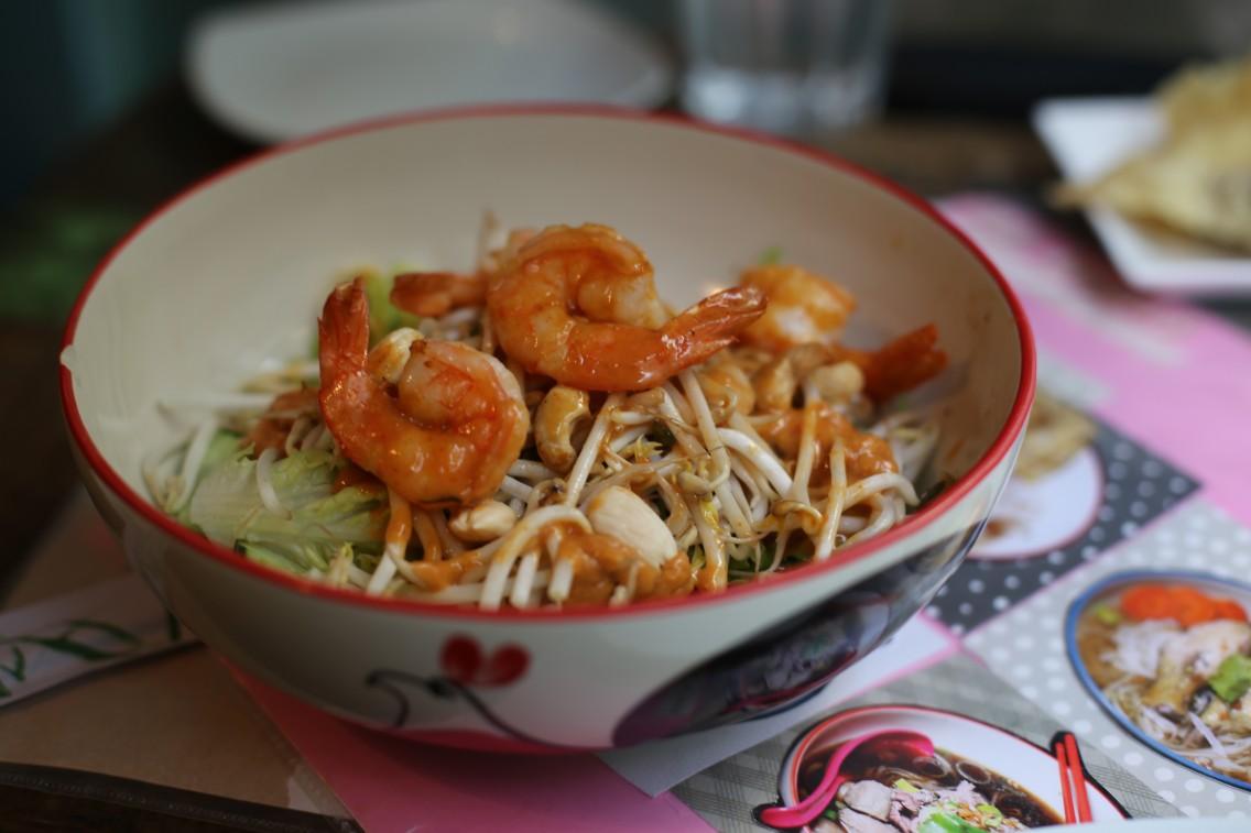 La ensalada Kung Nam Prik Phao