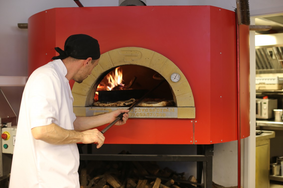 El horno de leña Pavesi del Parking Pizza