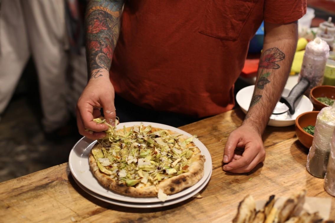 Los bonitos tatoos y la pizza de Lolo