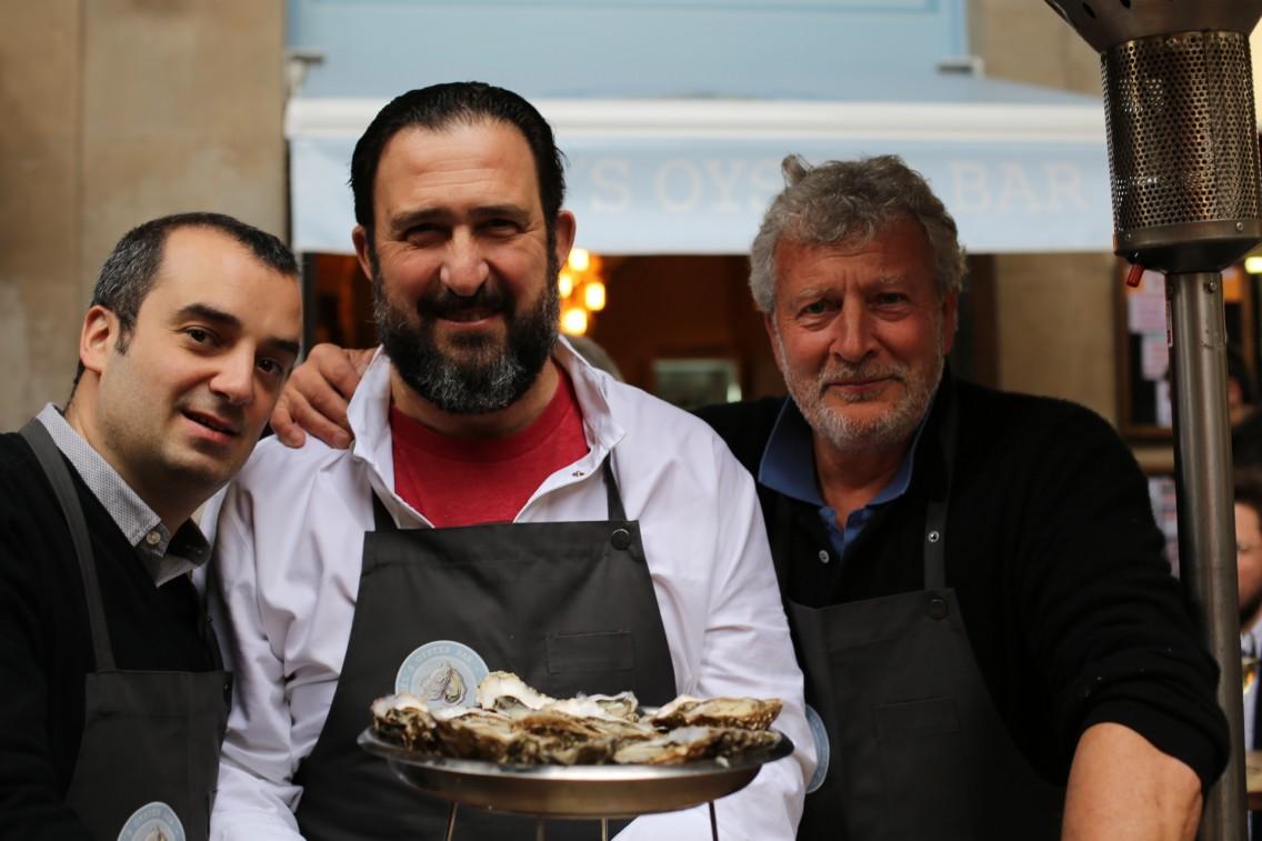 Romain Fornell, Òscar Manresa y Joël Dupuch en el Joël Oysters Bar