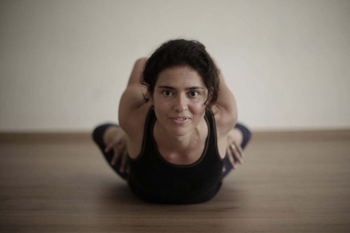 Maria Macaya doing dhanurasana
